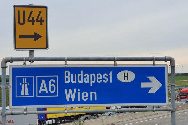 Diaľnica pri hraničnom priechode Jarovce-Kittsee do Rakúska.