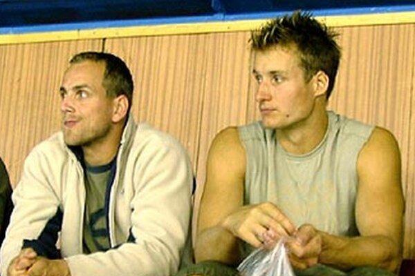Na snímke z archívu, starej 10 rokov, sú zľava Andrej Kmeč (dnes asistent trénera Stavjaňu) a Branislav Mezei.