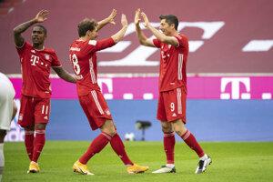 Robert Lewandowski (vpravo) v drese Bayernu Mníchov.