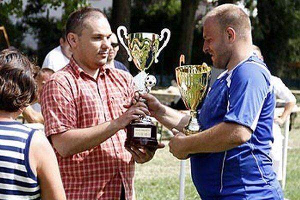 Branislav Adámek blahoželá Tomášovi Demínovi.