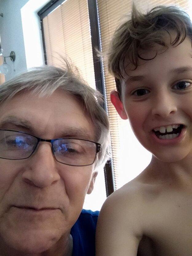 Futbalovú štafetu po Jarovi Ťažkom v rodine prebral jeho vnuk Miško.