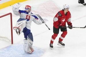 Šimon Latkóczy v zápase Slovensko - Švajčiarsko na MS v hokeji do 20 rokov 2021.