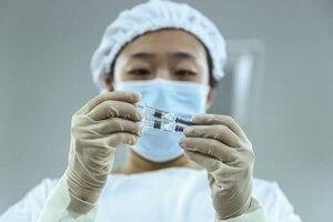 Nemocnice čakajú na očkovacie látky a pokyny.