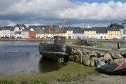Stroskotaná loď v írskom mestečku Galway. Po ceste z Galway do Ennis sa Medard stratil a z vlaku výstúpil celkom inde.
