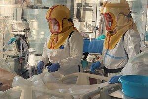 Práca pri pacientoch s ochorením Covid-19 je náročná.
