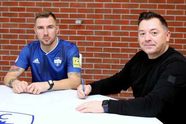Kapitán Nitry Erik Jendrišek a Nik Schwarz, zástupca nemeckých investorov, ktorí od januára vedú FC Nitra.