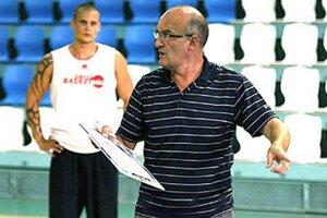 Ľubomír Urban bude v novej sezóne pokračovať v kariére profesionálneho trénera. Otázkou je len to, v ktorom klube. Vľavo Marián Kysela, jeden z nitrianskych vysokoškolákov.