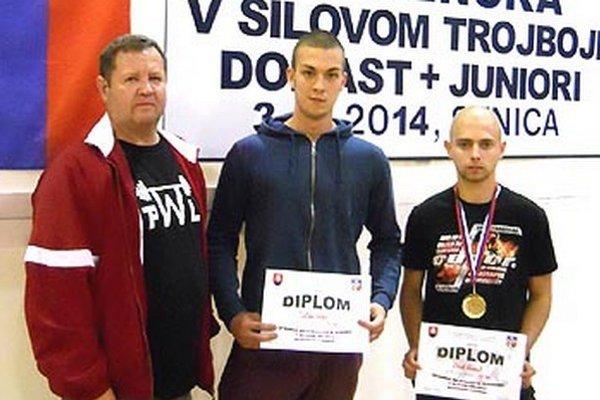 Vladimír Kertész so svojimi zverencami Lukášom Záhonom a Kamilom Oláhom.