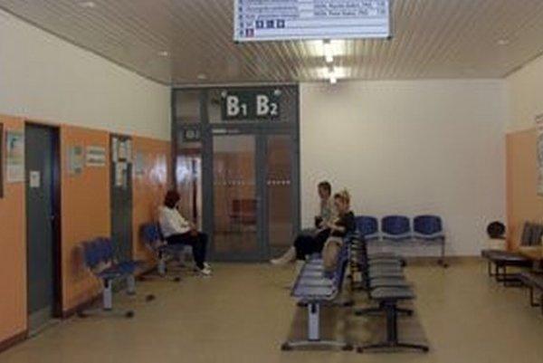 Čakáreň v poliklinike na Klokočine.
