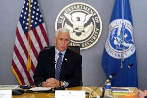 Mike Pence, dosluhujúci viceprezident USA.