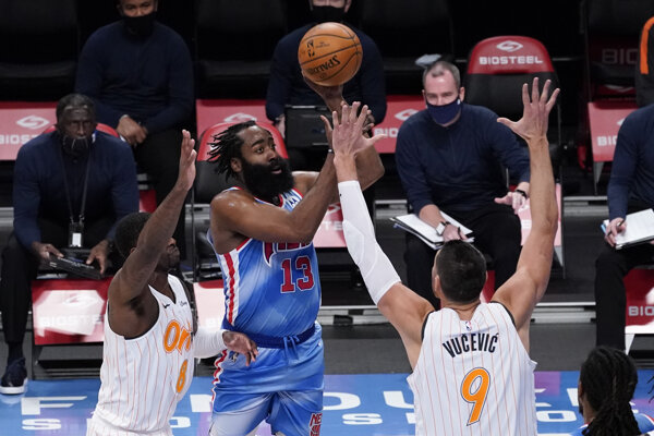 James Harden pri premiére v drese Brooklyn Nets.