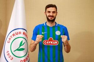 Slovenský reprezentant Erik Sabo v drese tureckého klubu Caykur Rizespor.