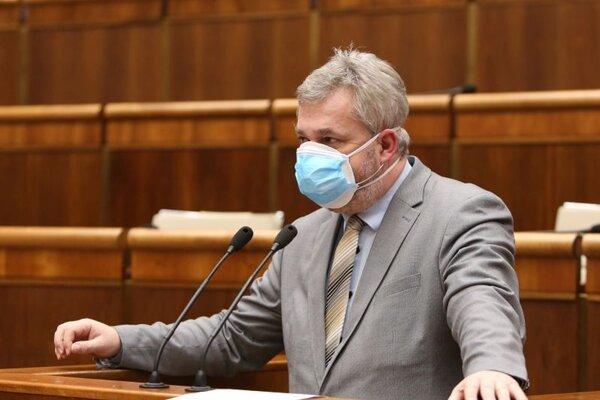 Poslanec parlamentu za stranu Sloboda a Solidarita Ondrej Dostál.