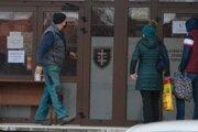 Za nedeľu bolo vDome kultúry vTopoľčanoch do 14.00 hod. otestovaných 996 ľudí, ztoho 30 bolo pozitívnych.