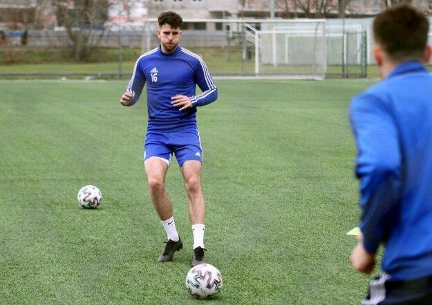 Peter Chríbik bol v tréningových cvičeniach v dvojičke so stopérom Ramzim Ferjanim.