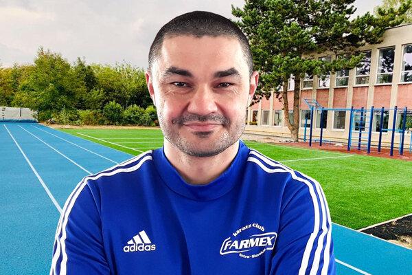 Klaudio Farmadín vedie Športový klub Farmex Nitra. Nedávno vybudovali nové ihrisko s umelým povrchom a šprintérsku rovinku.