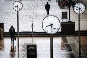 Pandémia koronavírusu naďalej poškodzuje trh práce vo Veľkej Británii.