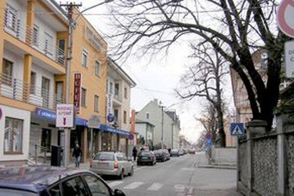 Pohotovostnú lekárenskú službu počas pracovných dní a sobôt zabezpečuje lekáreň na Špitálskej ulici. V nedeľu a cez sviatky sa lekárne striedajú.