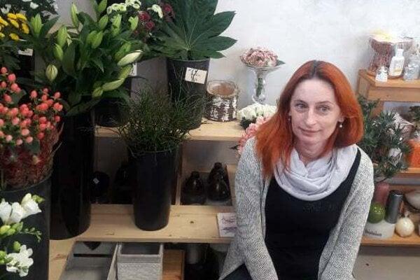 Kvetinárka Adela sa vo vytváraní modelov vyžíva.