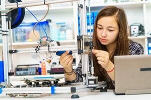 Technické odbory na stredných školách pribúdajú, pretože o ich absolventov majú firmy záujem.