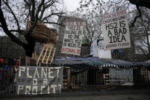 Aktivisti si v parku zriadili provizórny tábor.