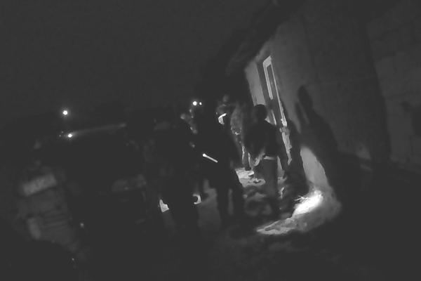Polícia úžerníkov zatkla, vykonané boli aj prehliadky.