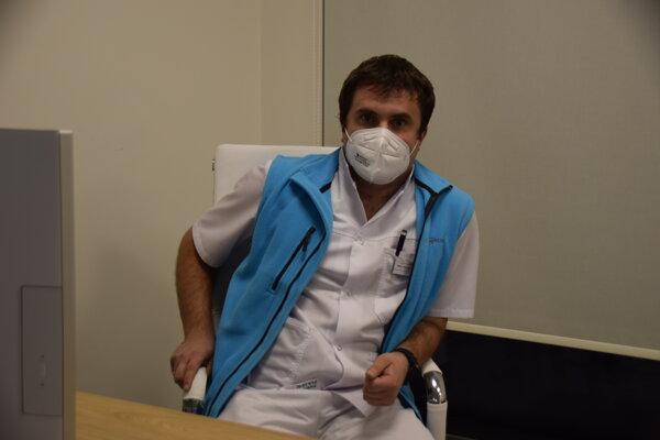 Lekár Oleksandr Olashyn.