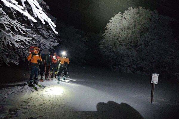 Nočná záchranná akcia na hraničnom hrebeni.