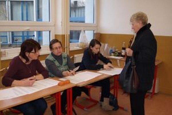V obci prišlo voliť 438 ľudí. Fico získal 275 hlasov.
