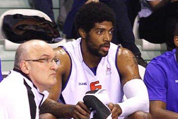 Gregory Jenkins si na lavičke veľmi neoddýchne, tréner Urban ho v sérii proti Komárnu využíva často.