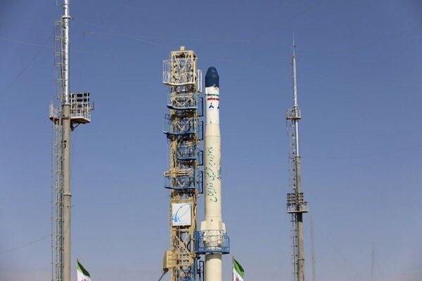 Iránska hybridná nosná raketa Zoljanah.