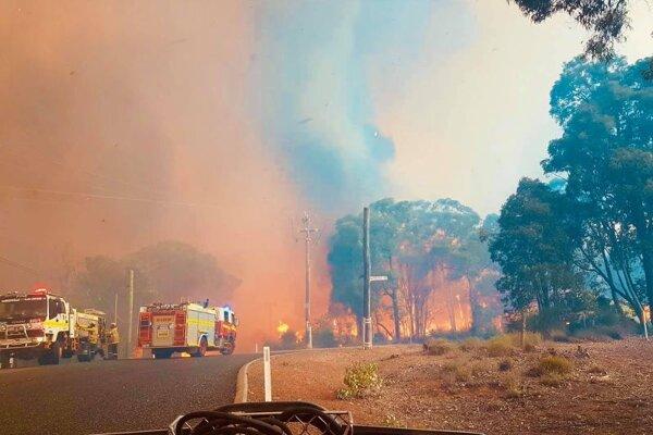 Zásah hasičov v oblasti austrálskeho mesta Perth.