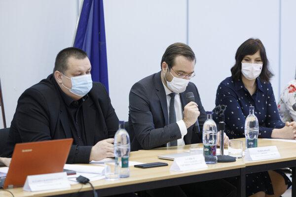 Minister zdravotníctva Marek Krajčí počas zasadnutia pandemickej komisie.