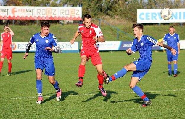 Michal Babic (v červenom drese) v zápase proti Piešťanom.