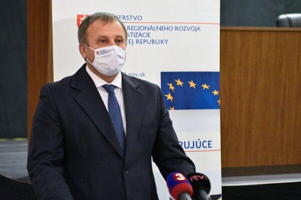 Štátny tajomník ministerstva V.Ledecký na brífingu v Banskej Bystrici