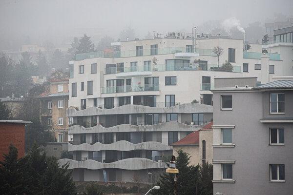 Sokolská Residence. Robert Fico býva na najvyššom poschodí s obrovskou terasou.