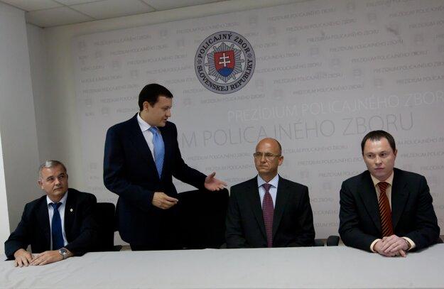 V roku 2010 vymenoval Jaroslava Spišiaka za prezidenta Policajného zboru.