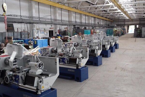 Nové roboty v dielni.