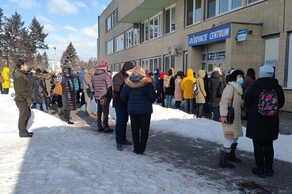 O očkovanie bol v sobotu medzi učiteľmi veľký záujem.
