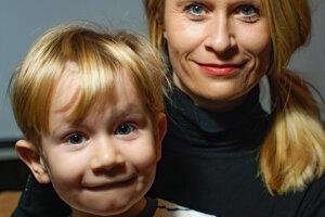 Mirka Ábelová so synom.