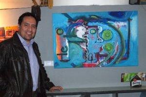 Ekvádorčan William Cáceres vystavuje v Nitre druhýkrát. Autor pri svojom obľúbenom obraze.