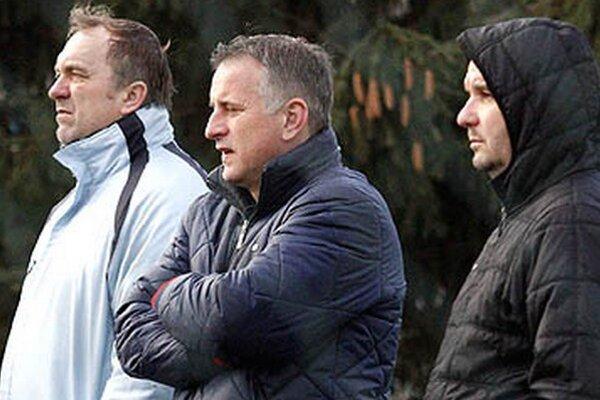 Generálny manažér Jozef Petráni (v strede) netají, že situácia v klube nie je dobrá.