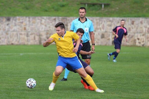 Andrej Beňo (v žltom drese) v akcii.