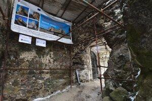 Zrúcaninu hradu Šášov navštívilo v roku 2020 rekordné množstvo turistov.