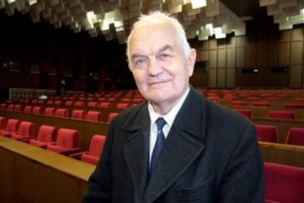 Cyril Ivan sa plánov na založenie súkromnej školy v bývalej ZŠ Levická nevzdáva. Podľa mesta sú nereálne.