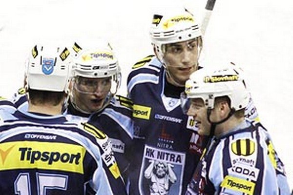 Peter König (najvyššie) v piatok rozhodol o dvoch bodoch.