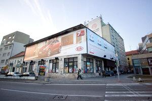 Budova Astorie sa za deväť rokov nijako nezmenila.