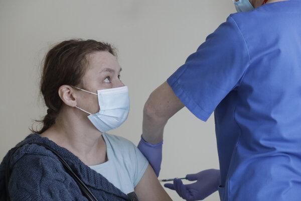 Poľsko v očkovaní napreduje.