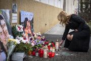Prezidentka Zuzana Čaputová počas pietnej spomienky Jána Kuciaka a Martiny Kušnírovej pri pamätníku na Námestí SNP v rámci tretieho výročia ich vraždy.
