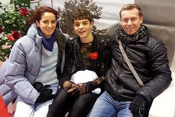 Simon Fukas s trénermi Drnzíkovou a Remišom.